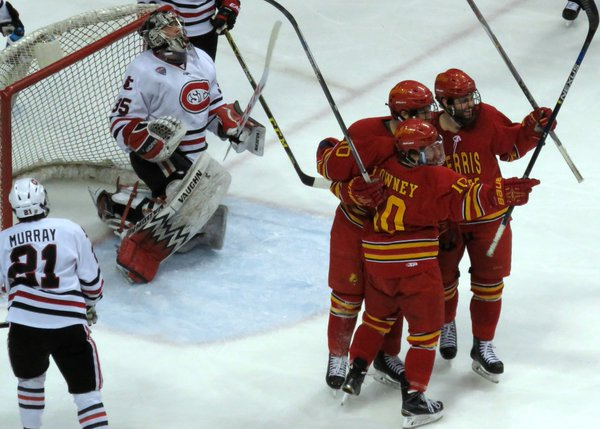Charlie Lindgren reacts to a Ferris State goal in the 2016 NCAA playoffs (Photo Prout)