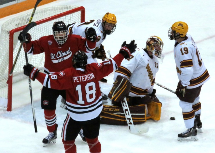 The Huskies swept the Gophers at Mariucci Arena last season (photo prout)