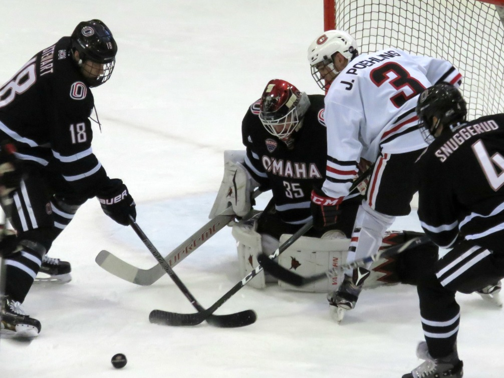 UNO's Evan Weninger stopped 40 of 41 shots in the Friday 3-1 win (photo prout)